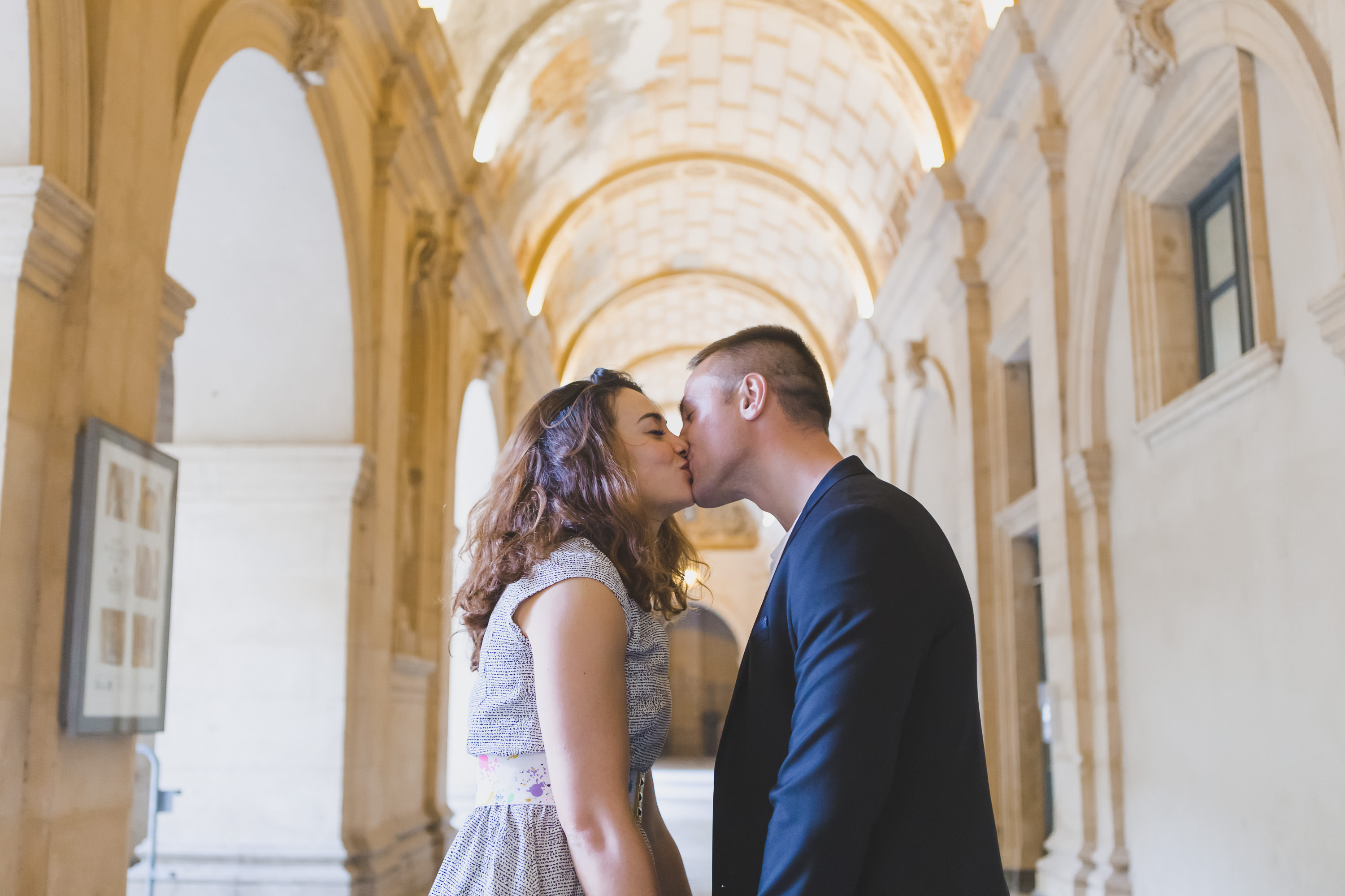 Photographe mariage Lyon Engagement love session vieux lyon french destination wedding photographer france bourgogne genève paris lyon love session destination wedding france luxury wedding romantic emotion sweetness naturel