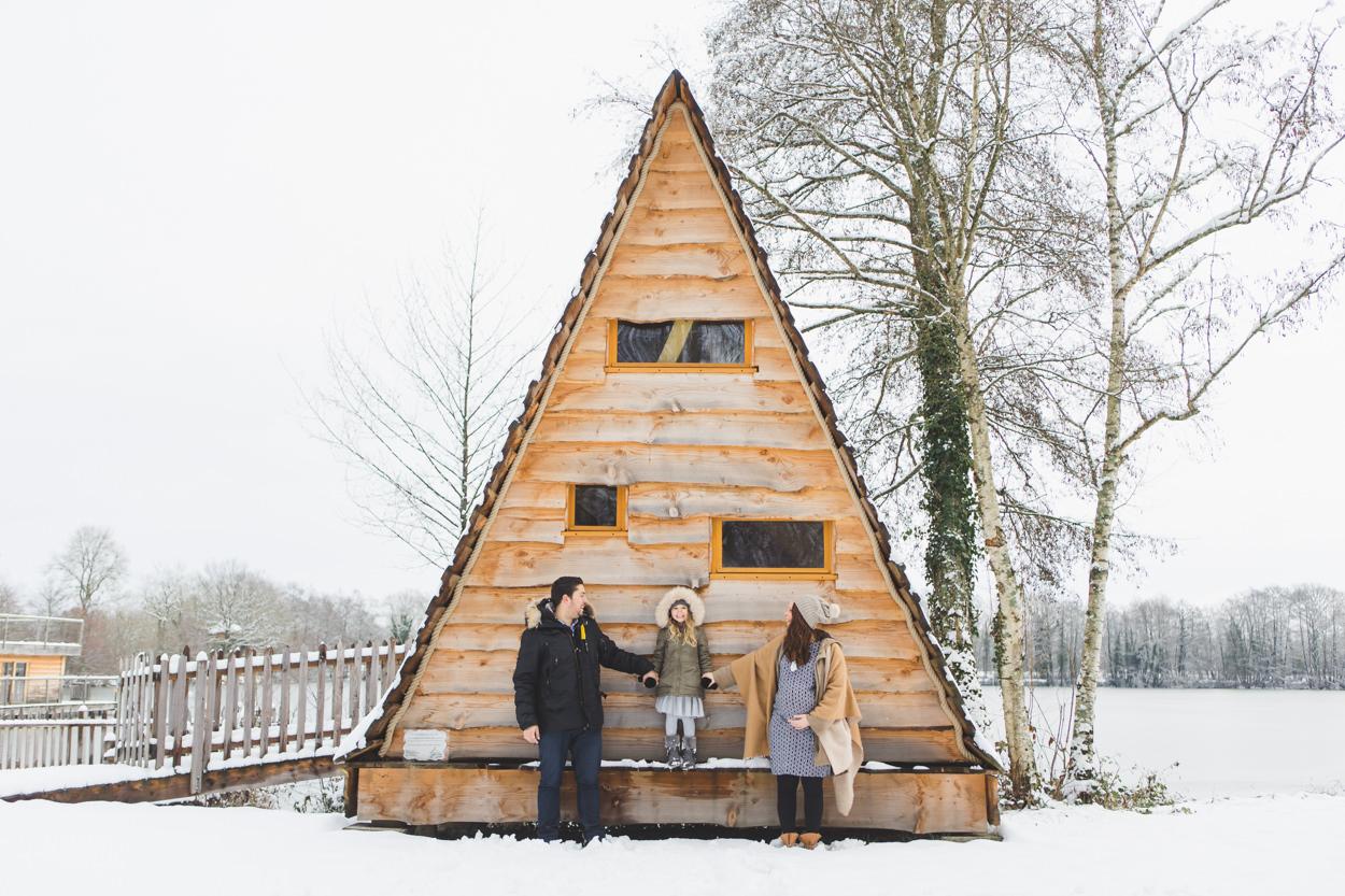 Camille & Thomas séance grossesse hivernale nature neige cabanes dans les arbres