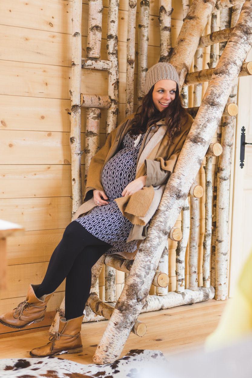 Camille & Thomas séance grossesse hivernale nature neige cabanes dans les arbres la Dombes